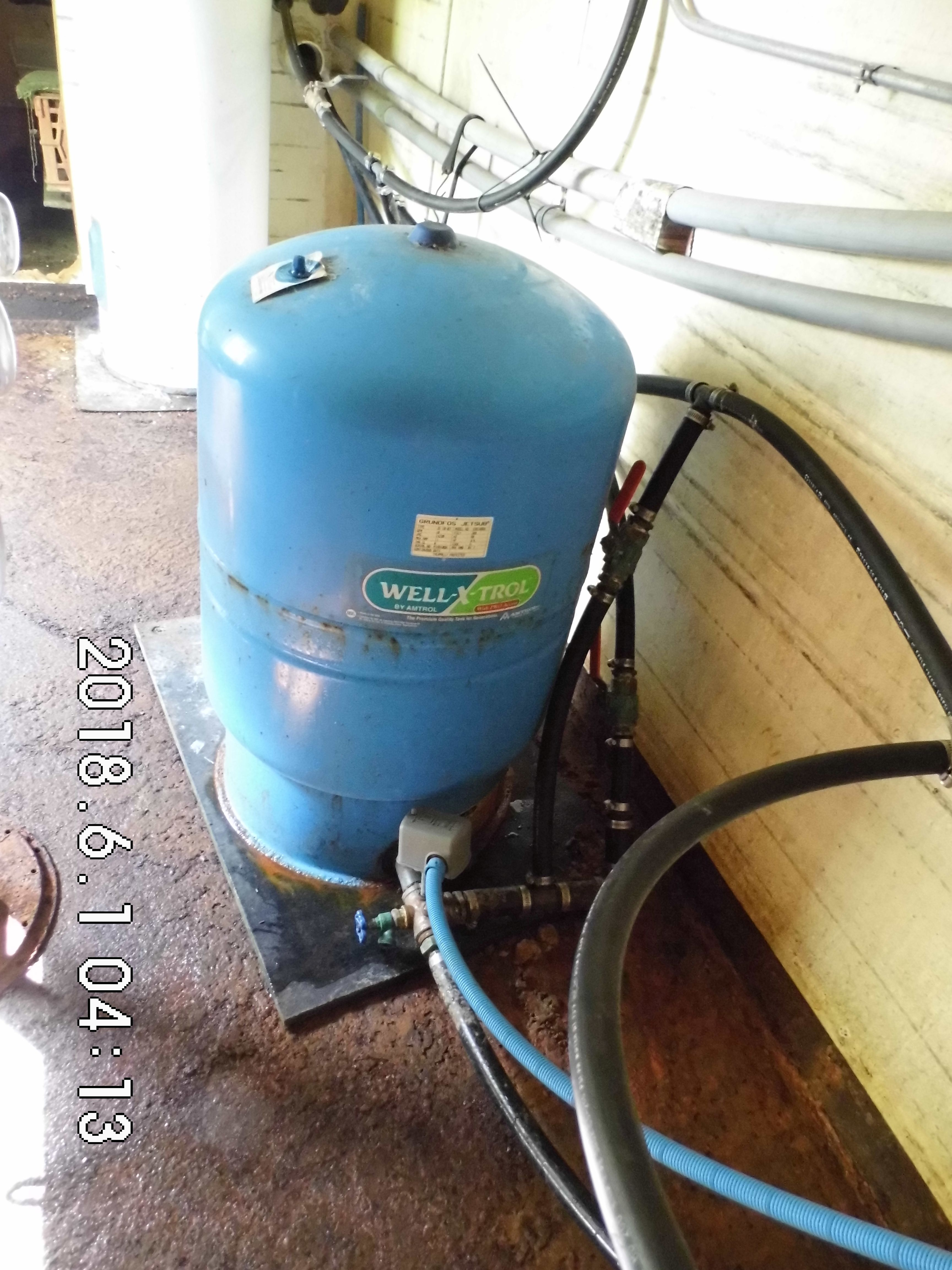 6 Pressure tank and water lines